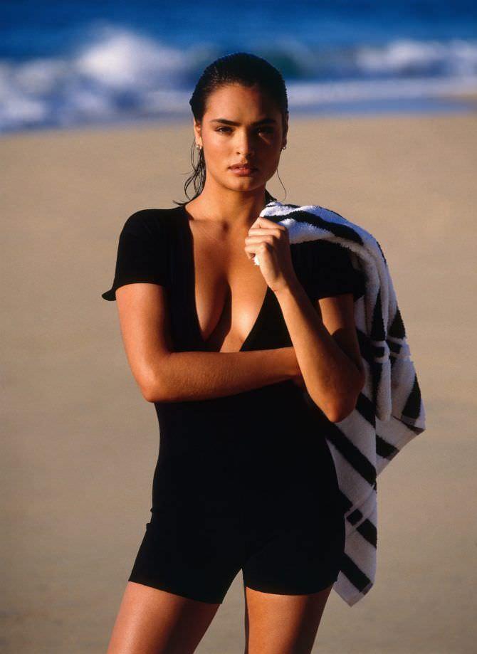 Талиса Сото фото на пляже в шортах