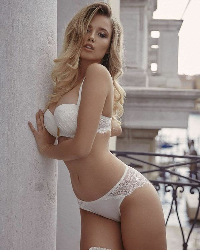 Полина Малиновская красивая фотосессия в белом белье