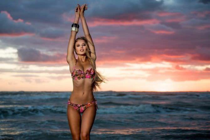 Полина Малиновская фото на пляже на закате