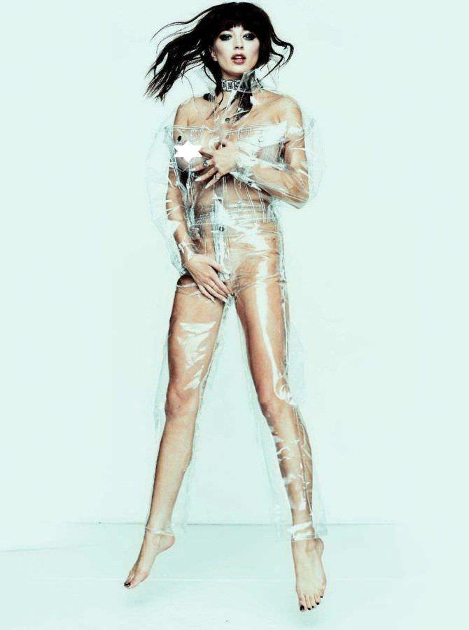 Кэролин Врилэнд фотосессия в пластиковом плаще