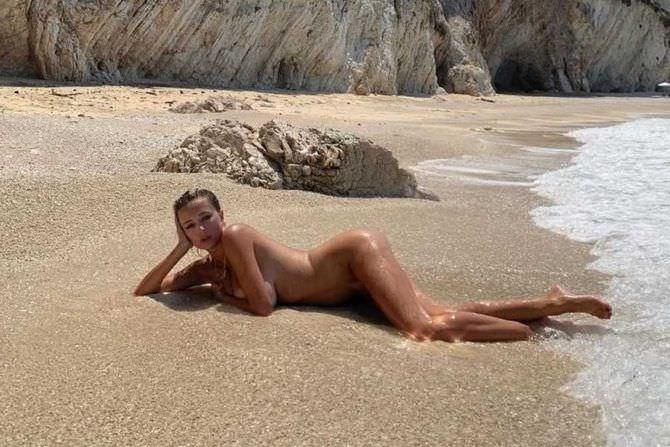 Кэролин Врилэнд откровенное фото на пляже