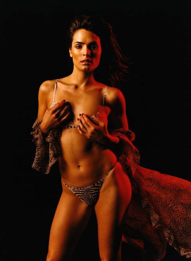 Талиса Сото фотография в бикини с блеском