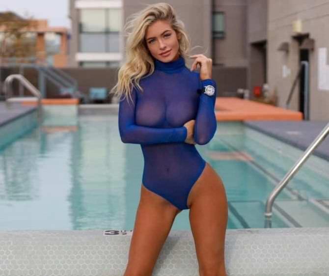 Ханна Палмер фото в синем боди