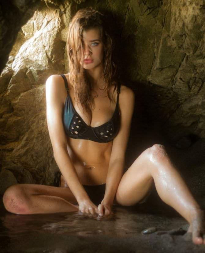 Сара Макдэниэл фотов бикини у камня