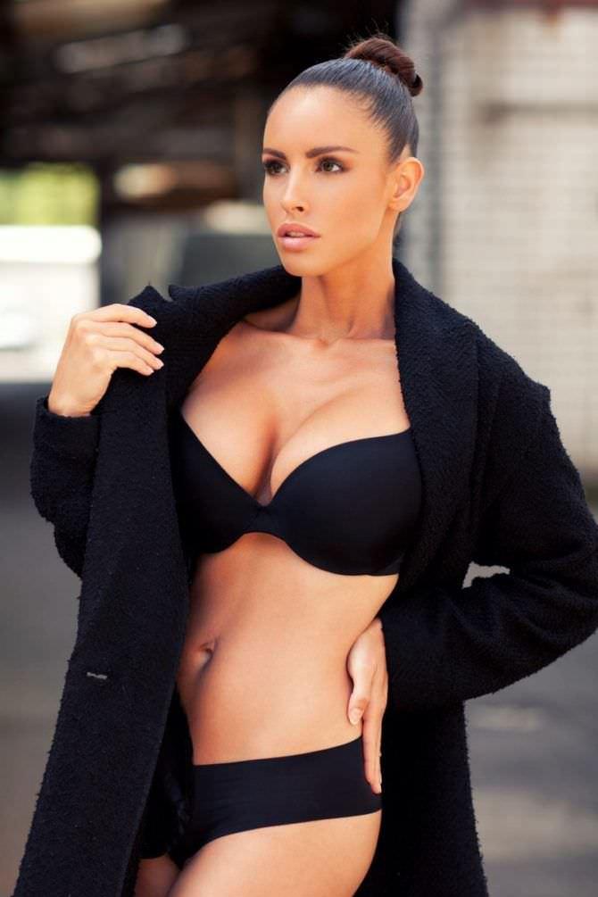 Люсия Яворчекова фотография в чёрном белье
