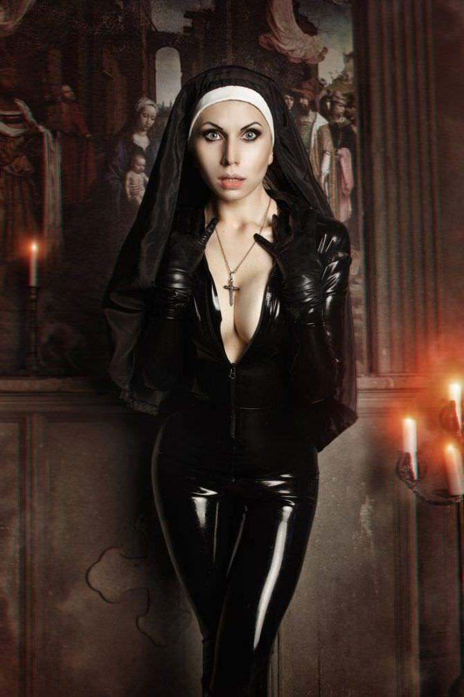 Елена Самко фотосессия в костюме монашки