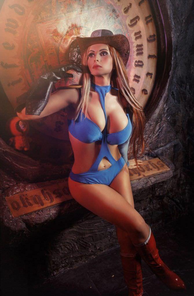 Елена Самко фотов синем купальнике