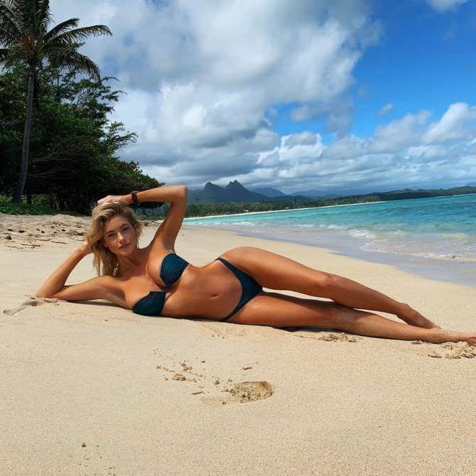 Ханна Палмер фотография на песчаном пляже