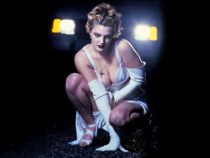 Дрю Бэрримор фото в белом платье