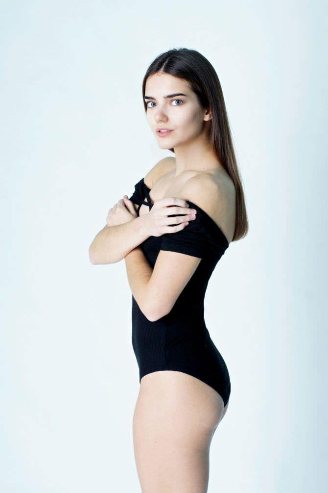 Мария Дмитриева фото в боди с рукавом