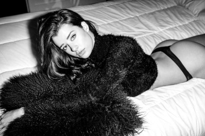 Сара Макдэниэл фото в пушистом свитере