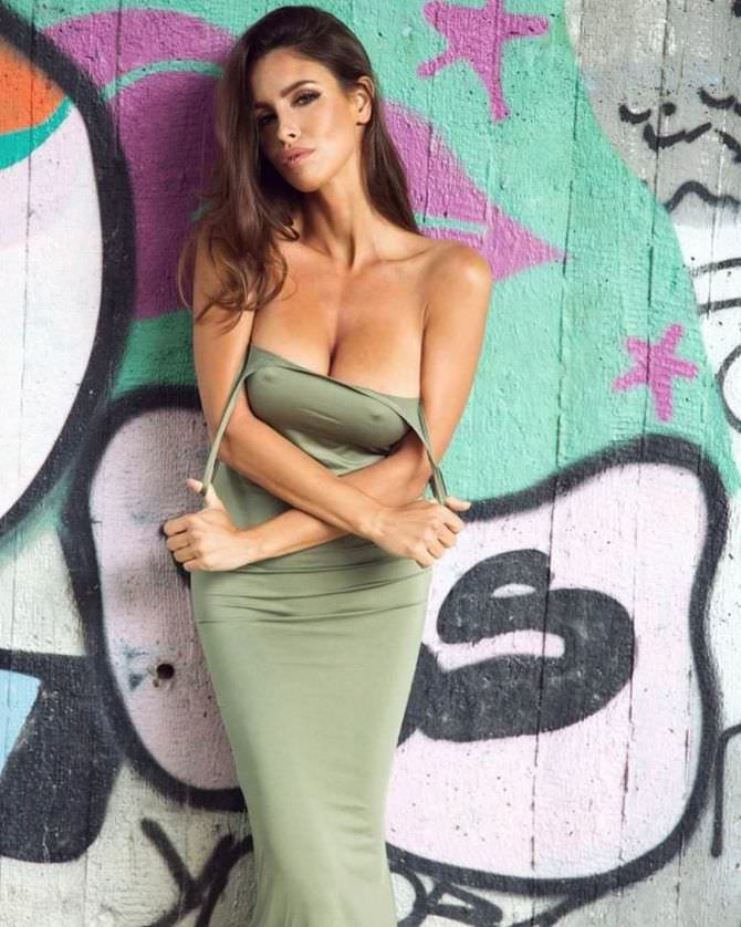Люсия Яворчекова фото в зелёном платье