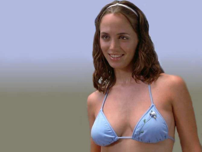 Элиза Душку кадр в голубом бикини