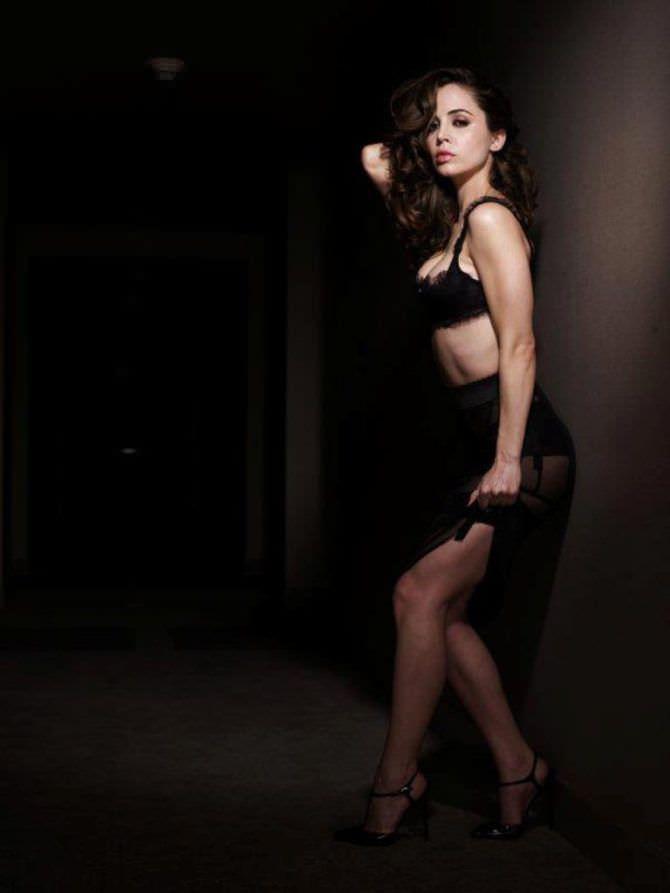 Элиза Душку фотография в белье из кружева