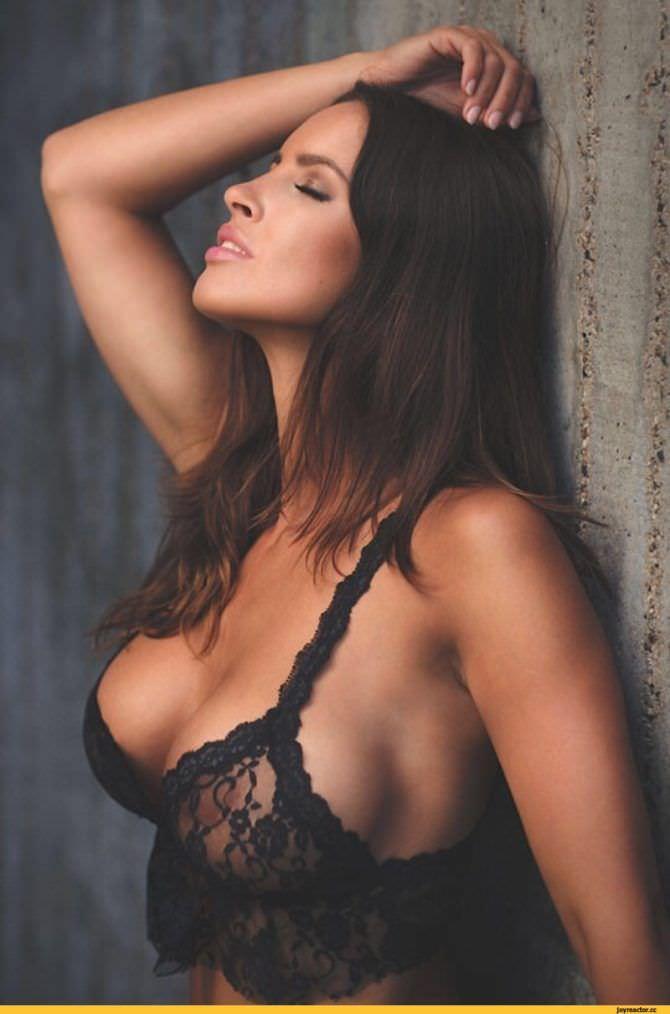 Люсия Яворчекова фото в чёрном бюстгальтере