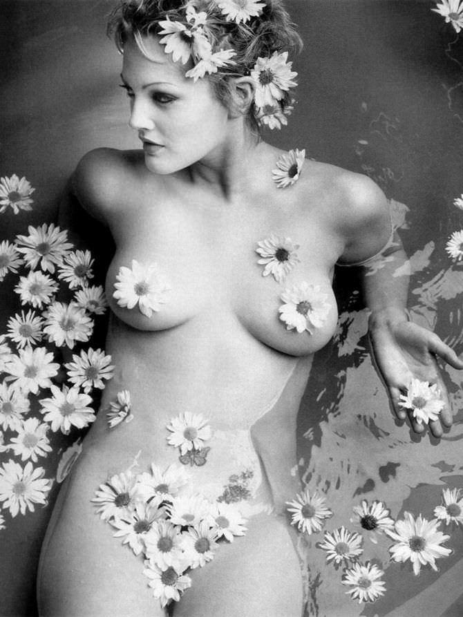 Дрю Бэрримор фото в воде с цветами