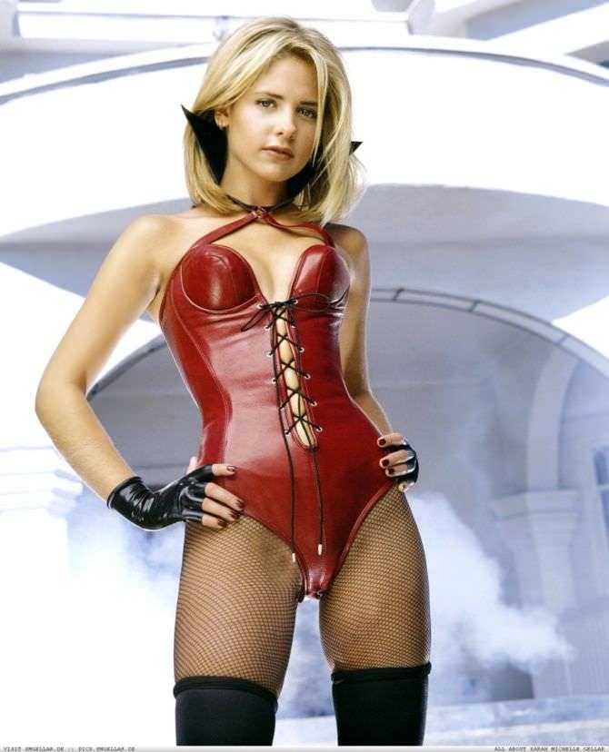 Сара Мишель Геллар фото в костюме вампира