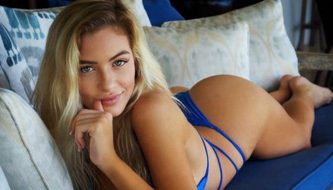 Ханна Палмер фото в синем бикини