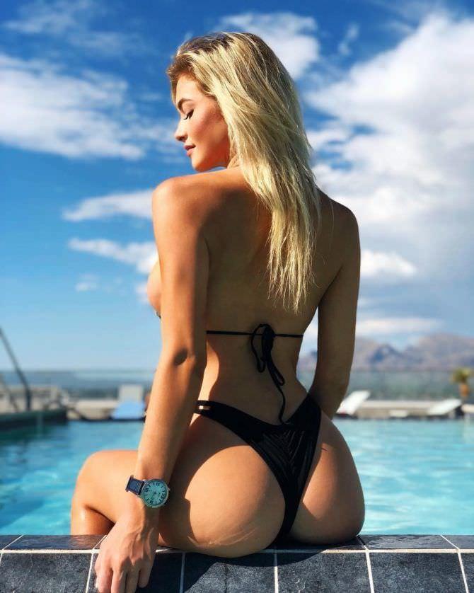 Ханна Палмер фотография в бикини сзади