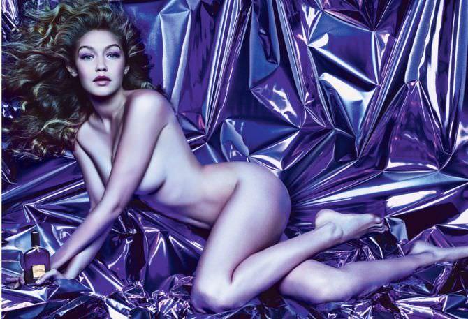 Джиджи Хадид откровенное фото на фиолетовом покрывале
