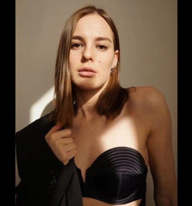 Изабель Эйдлен фото в чёрном бра