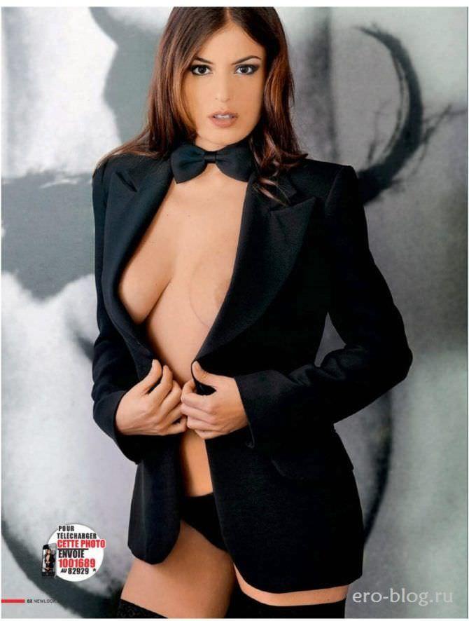 Сара Томмази фотография в белье и пиджаке