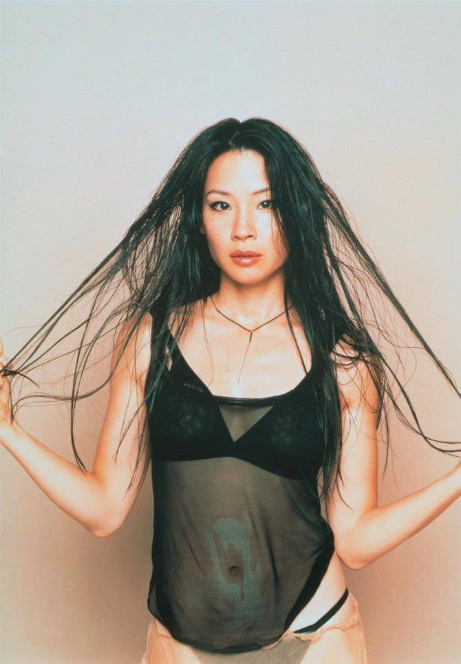Люси Лью фотография с растрёпанными волосами