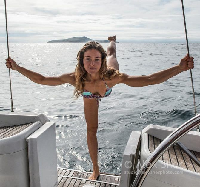 Марина Казанкова фотография на яхте в купальнике