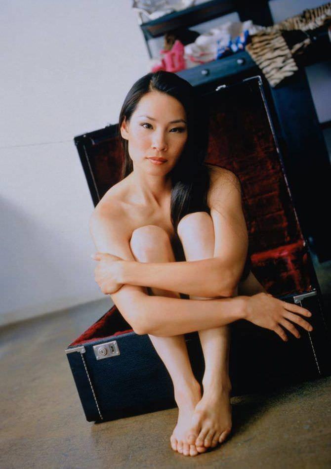 Люси Лью фото в чемодане