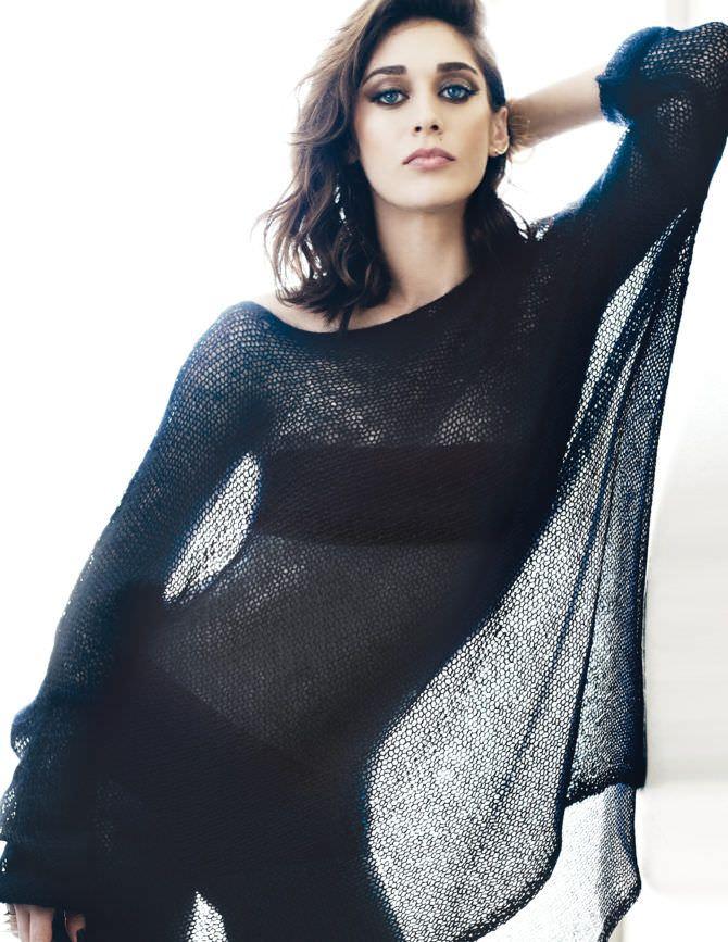 Лиззи Каплан фото в прозрачной чёрной кофте