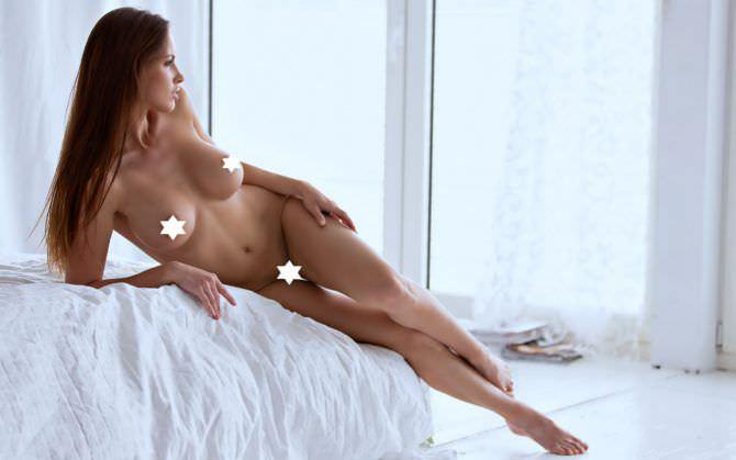Люсия Яворчекова фото на кровати без одежды