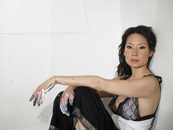 Люси Лью фото в пижаме в журнале 2006