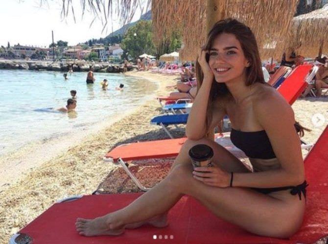 Мария Дмитриева фото в купальнике на пляже
