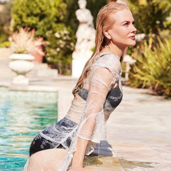Николь Кидман фото в чёрном купальнике