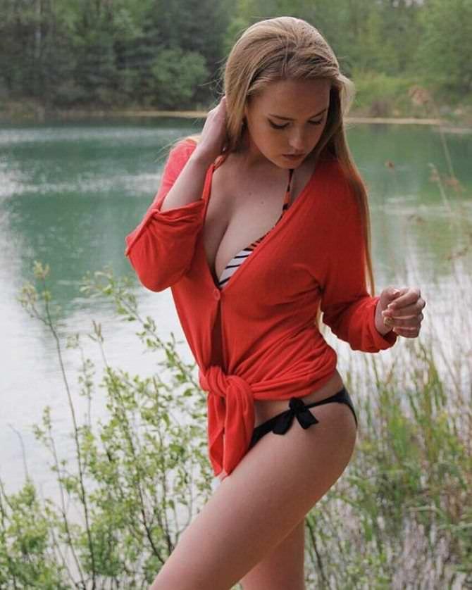 Оксана Невеселая фото в бикини и кофте