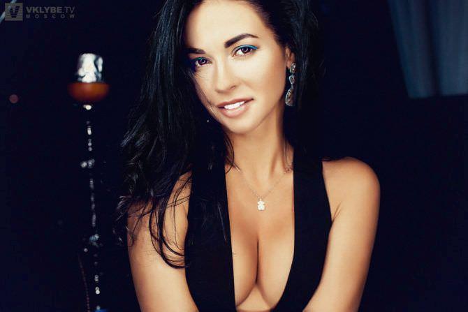 Анастасия Тукмачева фото в чёрном платье