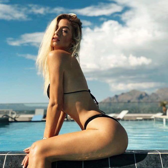 Ханна Палмер фотография в чёрном купальнике