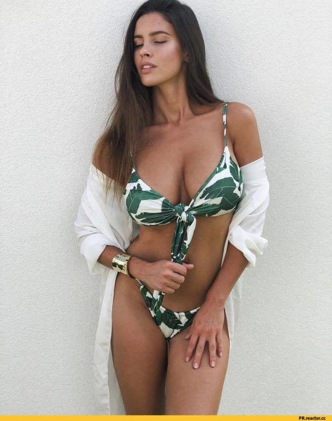 Люсия Яворчекова фотографяи в бикини с рисунком