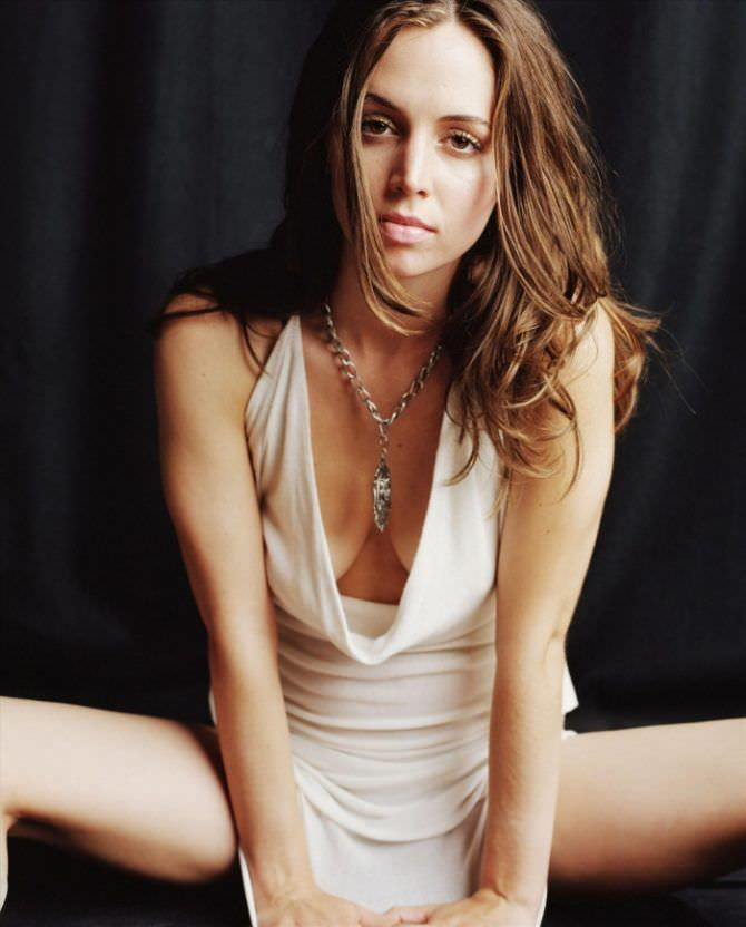 Элиза Душку фото в светлом платье