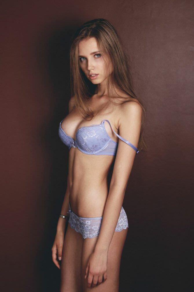 Полина Малиновская фото в голубом белье
