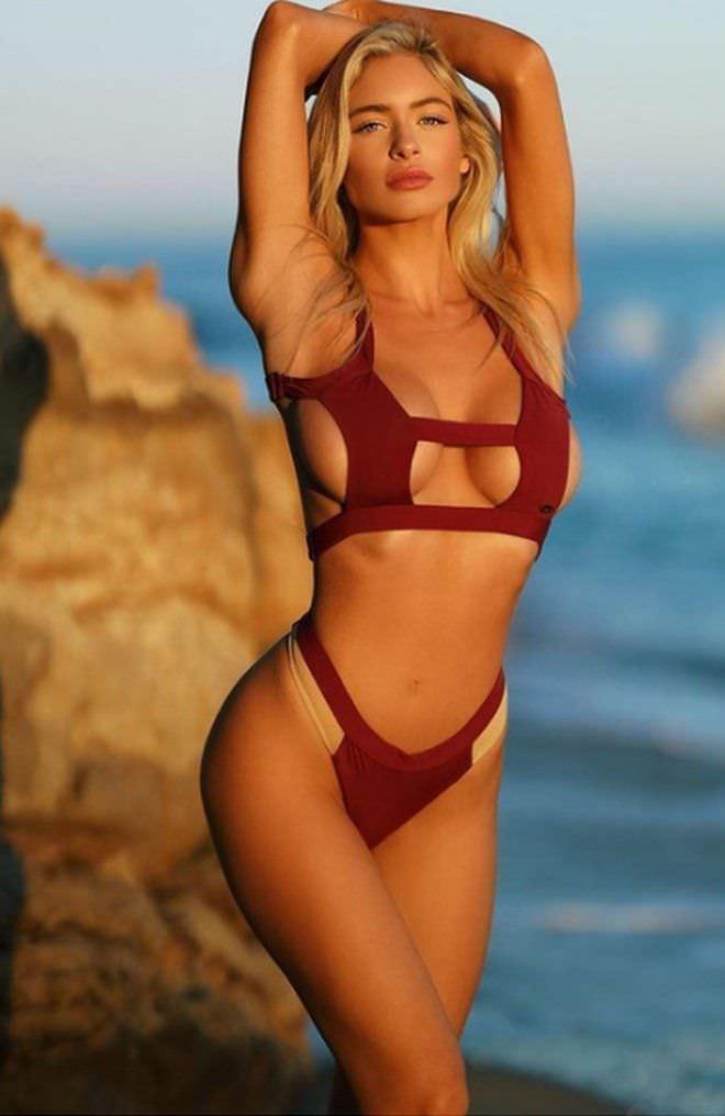 Ханна Палмер фото в бордовом купальнике