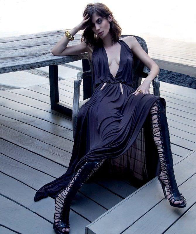 Лиззи Каплан фото в длинном чёрном платье