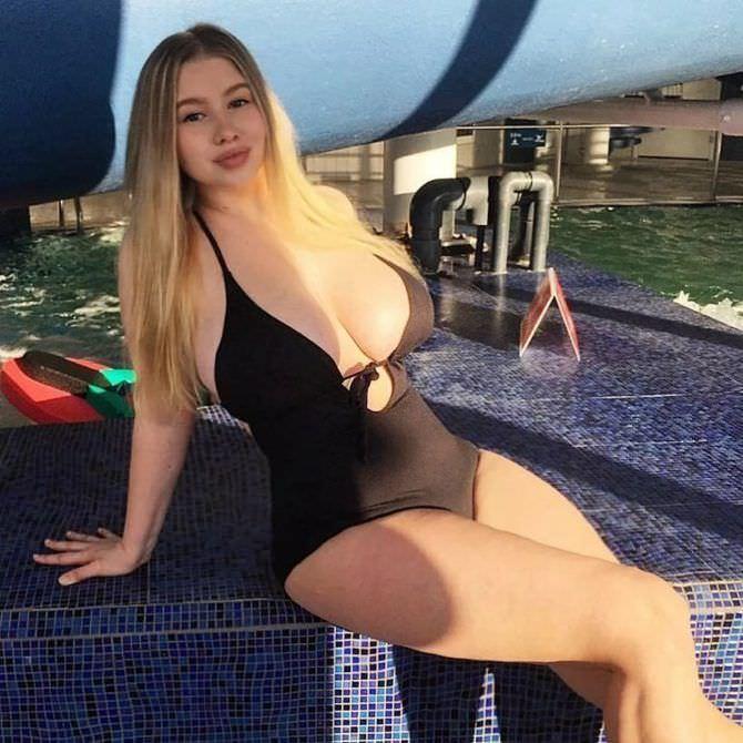 Прасковья Позднякова фотография в чёрном купальнике