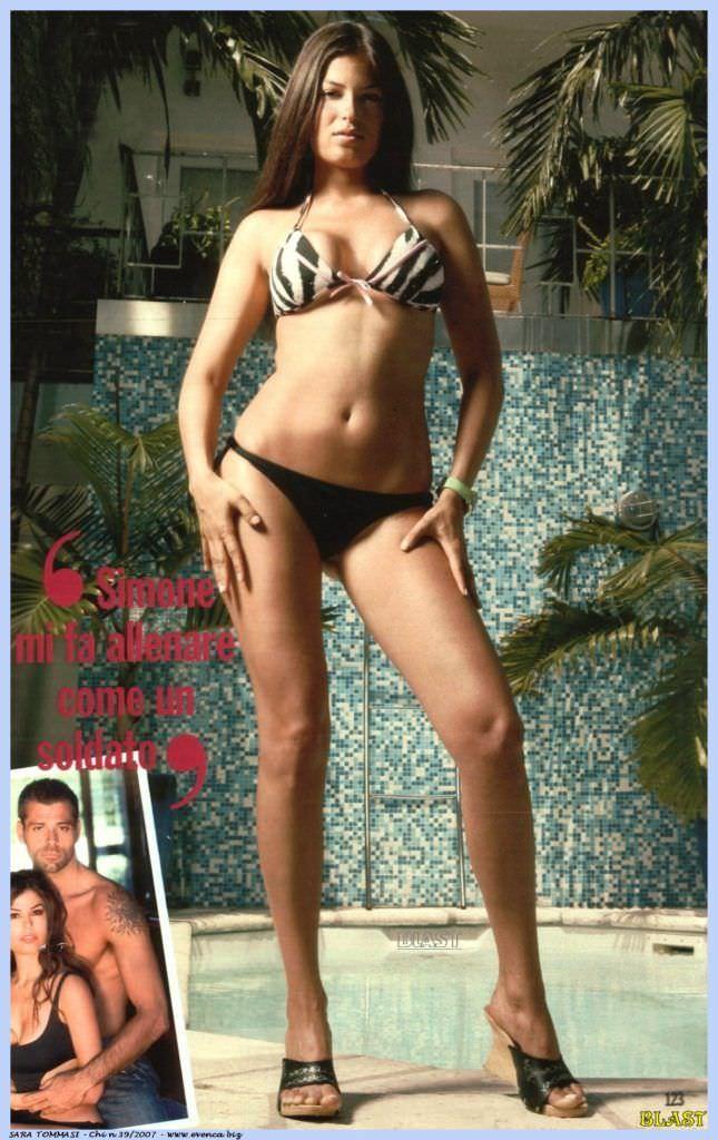 Сара Томмази фотография в купальнике в журнале