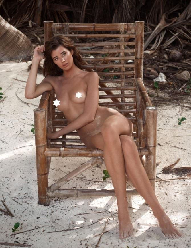 Сара Макдэниэл фото на пляже в кресле