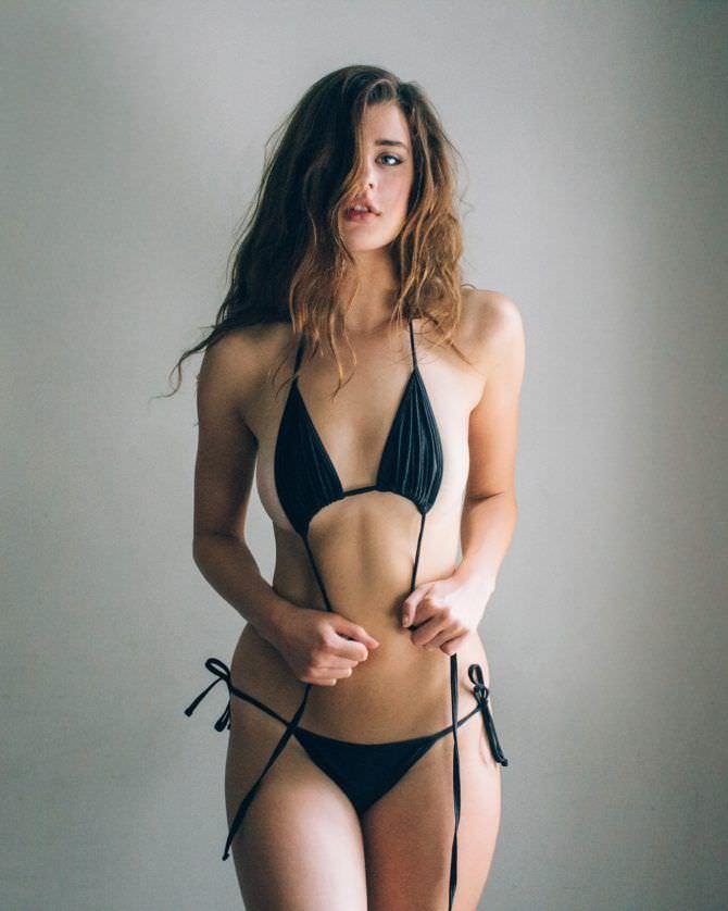 Сара Макдэниэл фото в развязанном бикини
