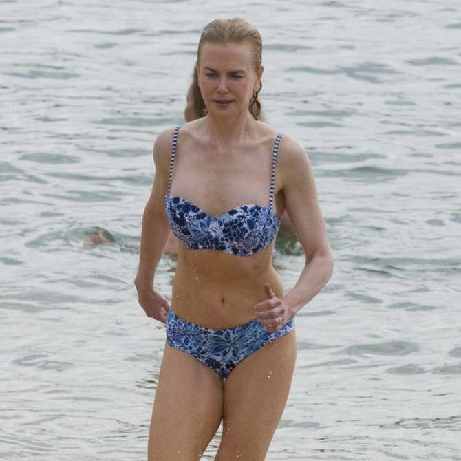Николь Кидман фото на пляже в бикини