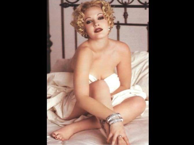 Дрю Бэрримор фотография на кровати без одежды