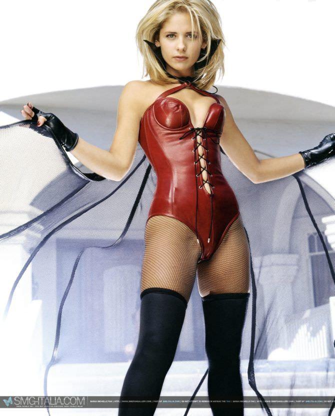 Сара Мишель Геллар фото в сексуальном наряде
