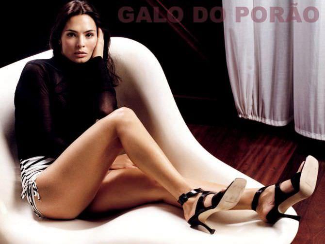 Талиса Сото фотография на кресле
